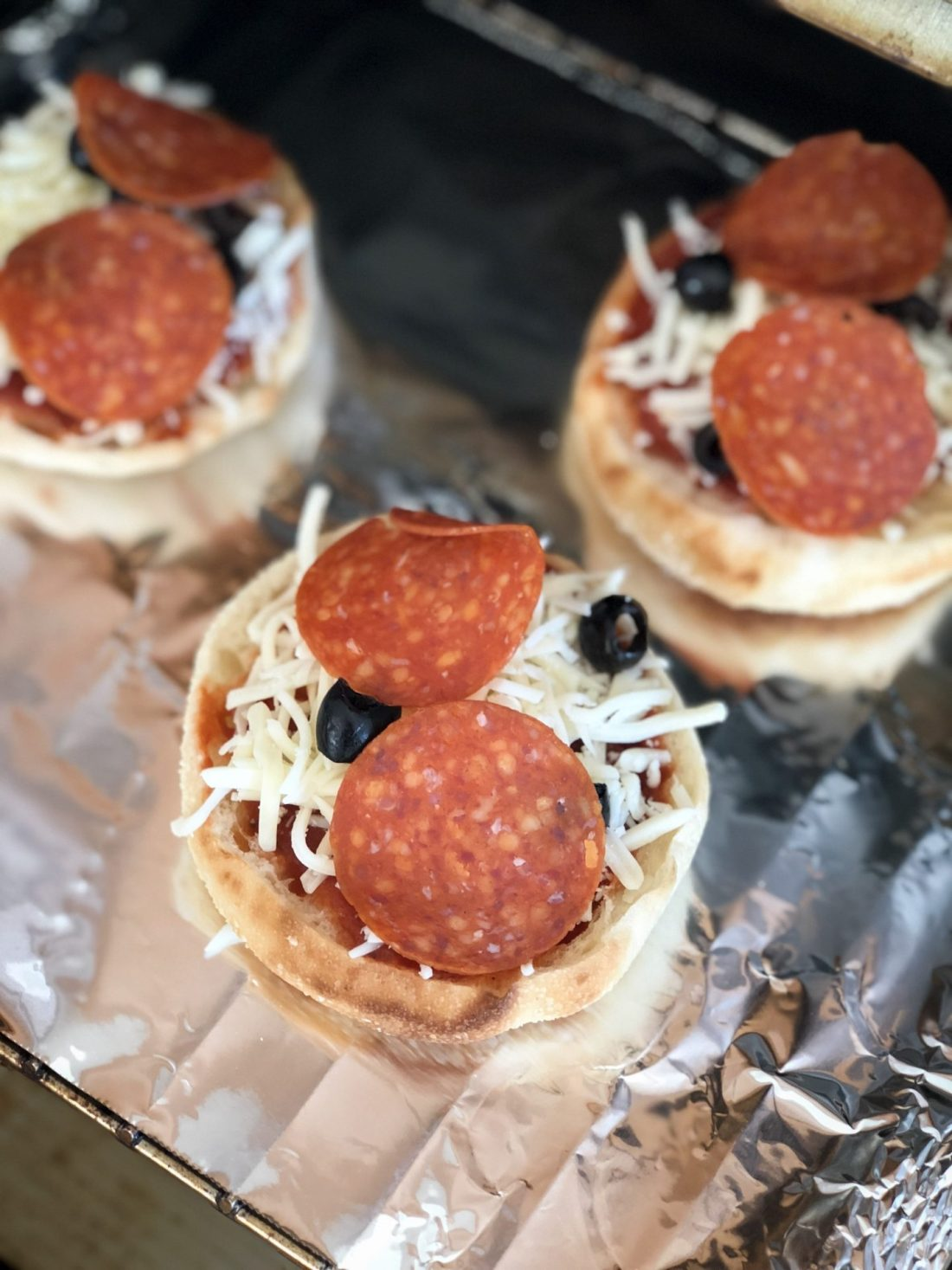 How to Make English Muffin Pizzas