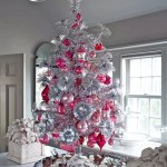 Best Color Schemes To Decorate Your Christmas Tree This Year