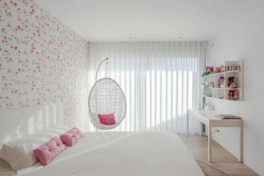 Glamorous Ideas For Decorating A Teen Girl's Room - World ... on Teen Rooms For Girls  id=60027