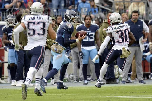Mariota Catches Pass Against Patriots