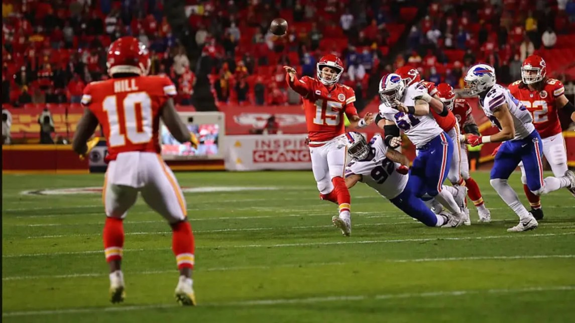 Tyreek Hill And Pat Mahomes Hooked Up For 172 Yards On The Day