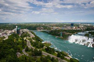 Bridge between Canada and USA