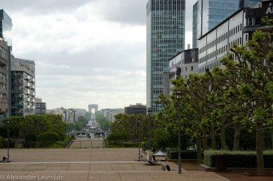 Far far away Champs-Élysées