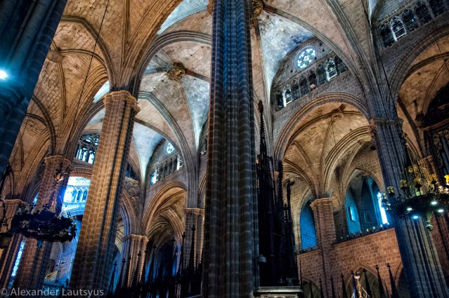 Cathedral of Barcelona - columns