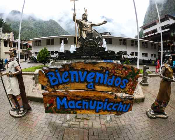 aguas calientes welcome to machu picchu sign