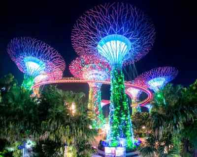 Budget Friendly things to do in Singapore: See the Spectra light show
