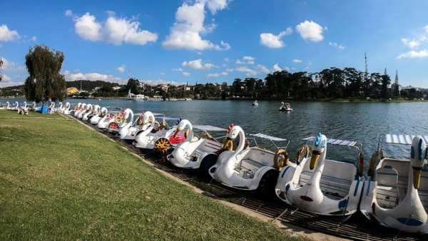 Weekend Guide to Dalat: Walk around the Waterfront