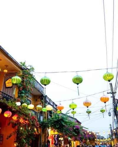 10 Cheap things to do in Hoi An: Walk around the old quarter