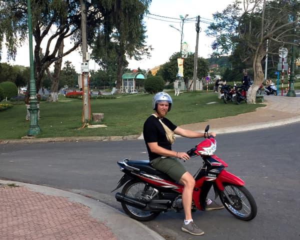 How to get around Dalat: Rent a motorbike