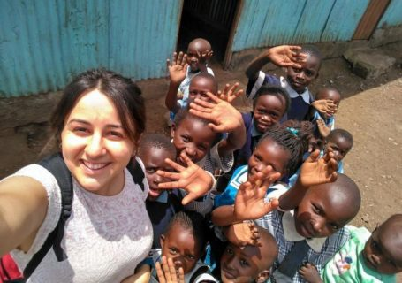 World Meets Kenya Volunteer with children in school