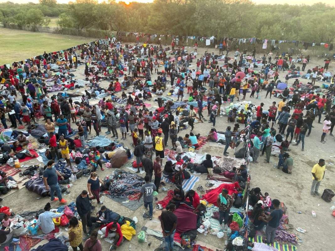 Thousands of illegal immigrants gathered under the bridge in Texas