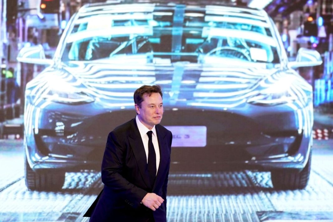 The woman who protested against Tesla at the China Auto Show has now claimed that the carmaker is suing her