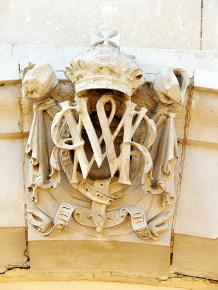 William and Mary symbol on the house