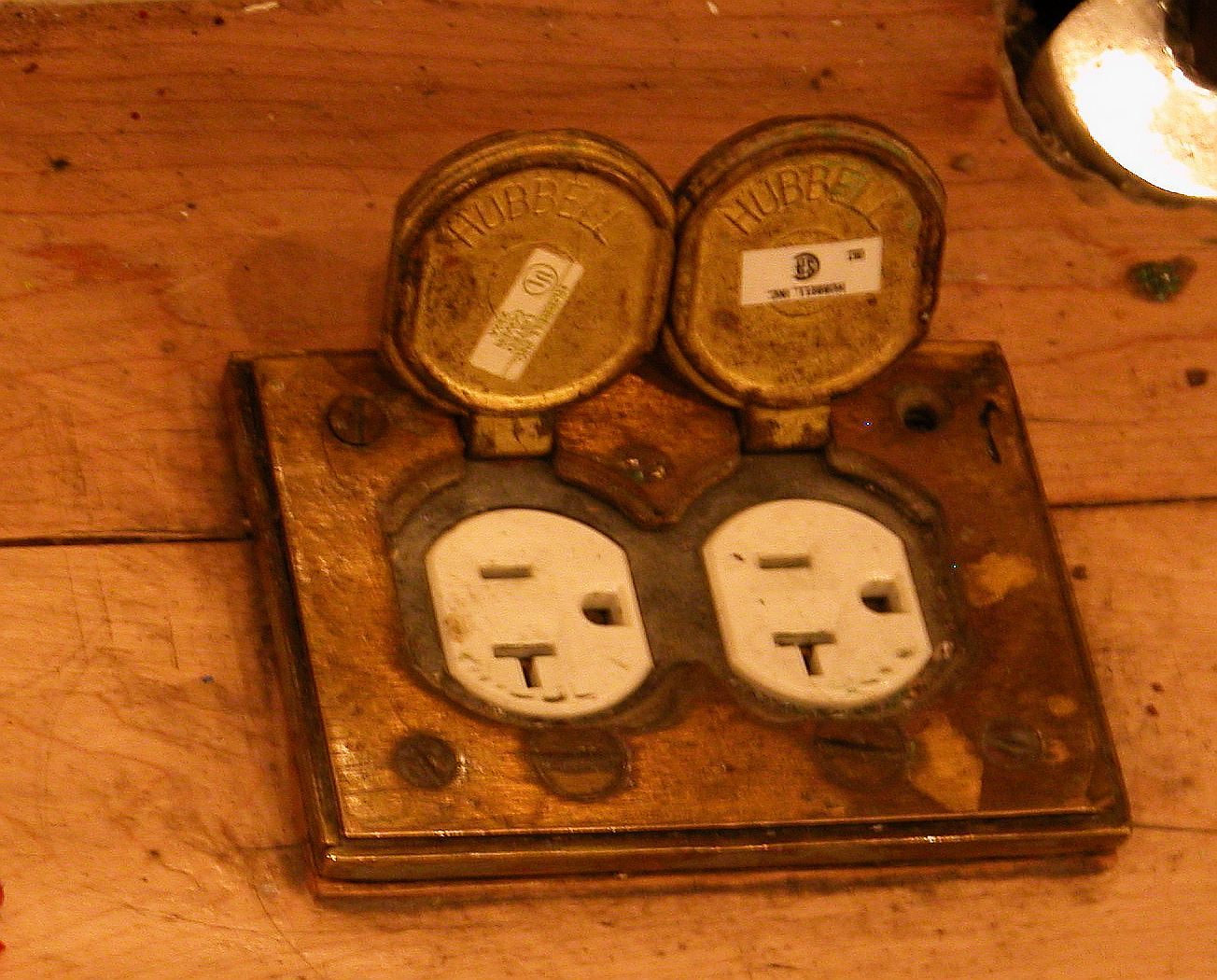 a Firehouse floor socket, only one in the whole place that was empty!
