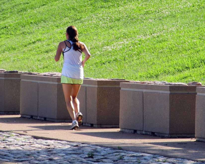 How many miles should you walk a day to lose weight