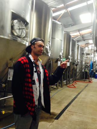 NZ Beer Calendar: Pre-shoot @TuataraBrew tour with special guest model @TaikaWaititi!