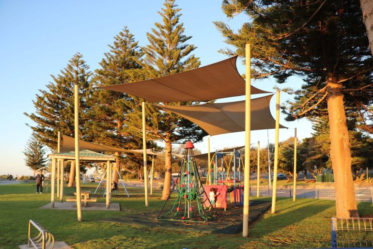 cotteslou beach playgrounds in Perth