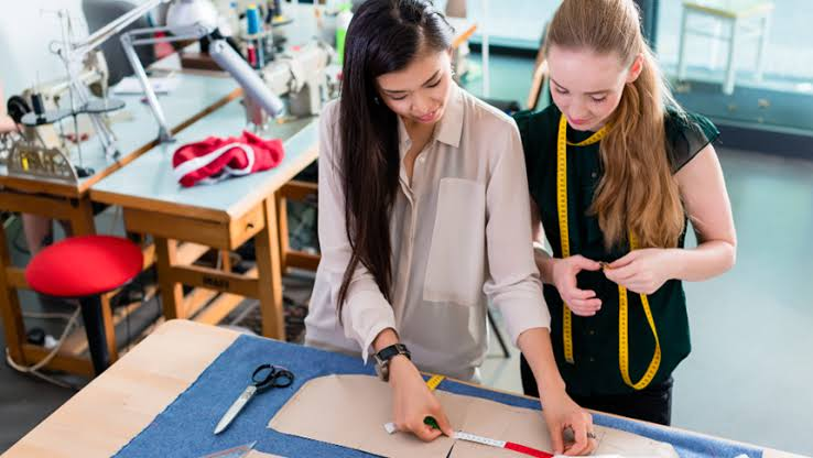 best fashion design schools, colleges, programs, courses, business school and how to earn a degree in Vancouver, Canada.