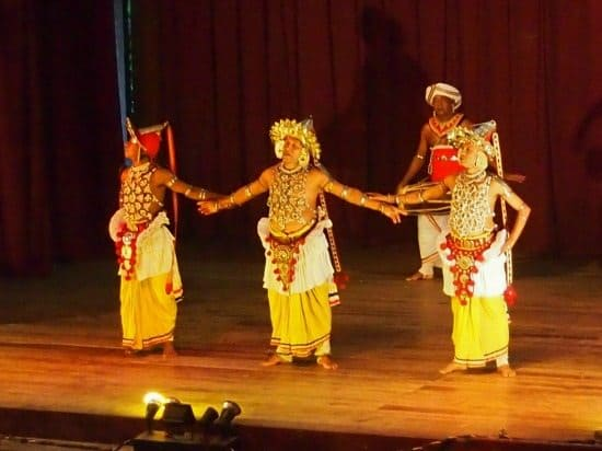 Things to do in Kandy. Dance and cultural show