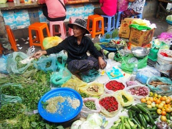 Cambodian cookery class. Market tour Battambang