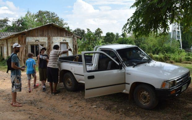 taxi to long neck karen village mae hong son Thailand