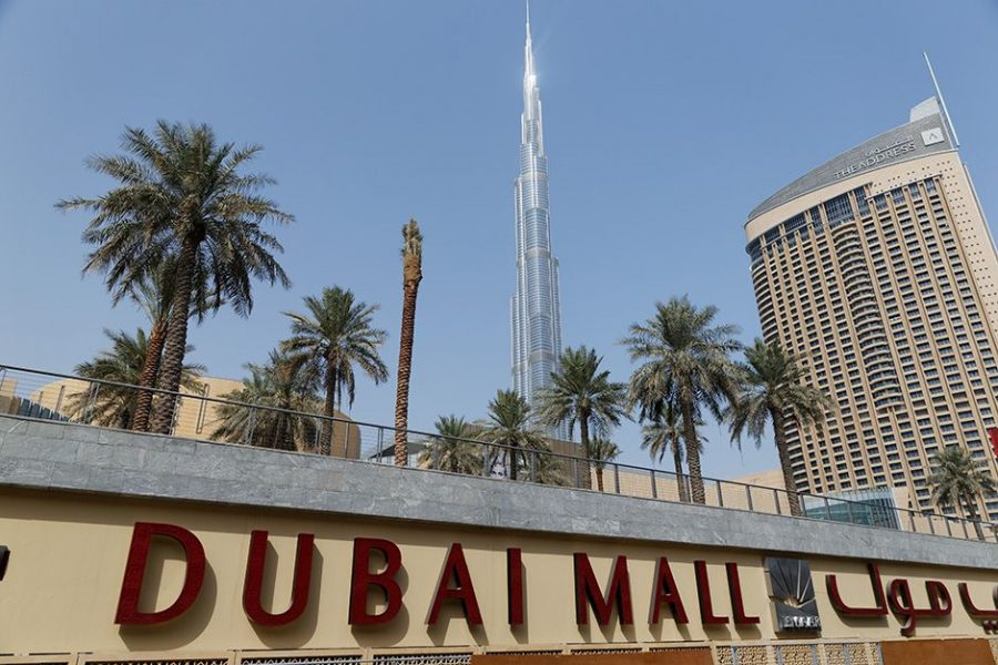dubai_mall_mit_blick_auf_burj_khalifa_worldtravlr_net