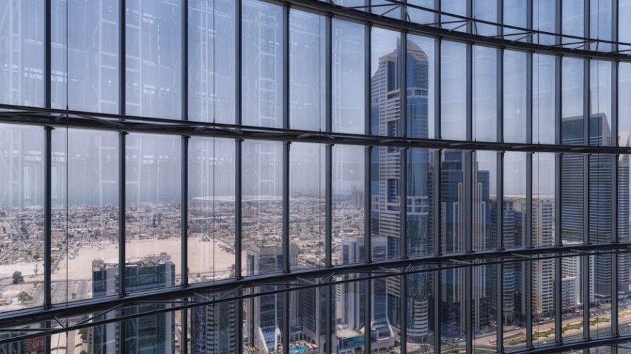 Jumeirah Emirates Towers | Blick aus dem Aufzug auf die Skyline von Dubai