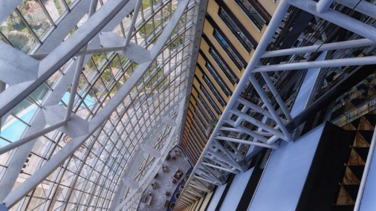 Jumeirah Emirates Towers | Blick aus dem Aufzug nach unten