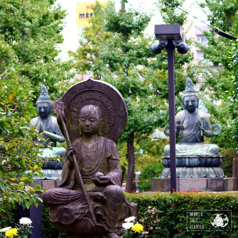 statues in Asakusa