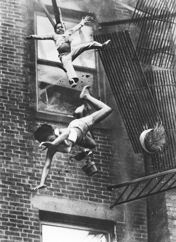 A+mother+and+her+daughter+falling+from+a+fire+escape,+1975+(1)