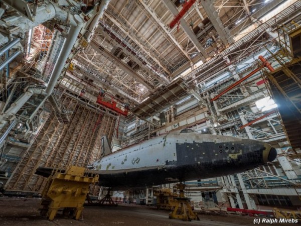 Man Noticed This Abandoned Hangar. But What's Inside Caught Him By Surprise (27)