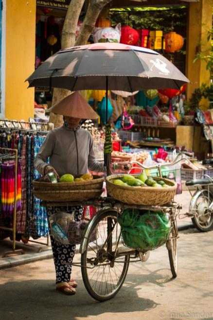 Stret vendor in Hoi An