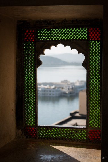 View to the summer palace on the Pichola lake