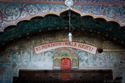 Archway above the entrance of a haveli