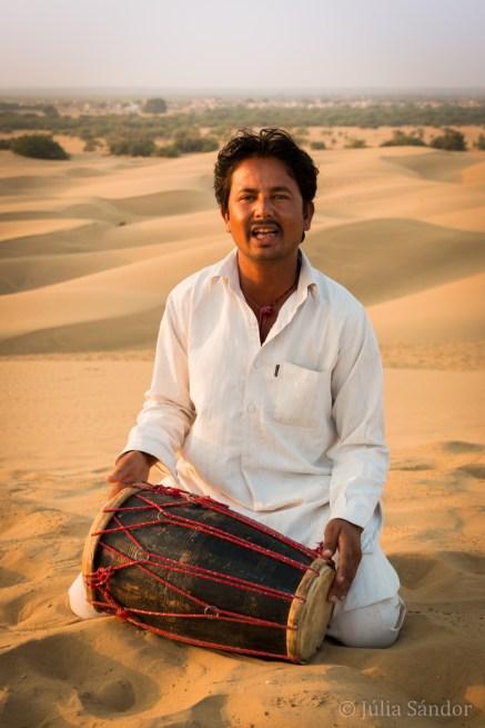 Musician in the Thar desert in Khuri