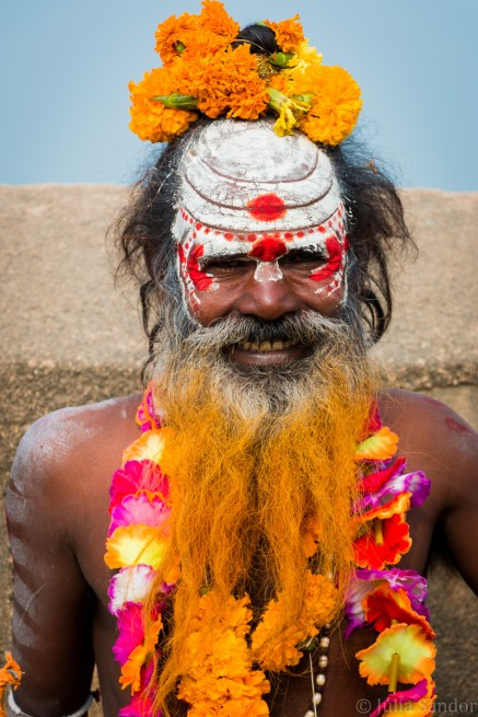 Sadhu (holy man) at the gate of the Orchha Fort