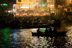Aarti Ganga: Evening ceremony at the Ganges