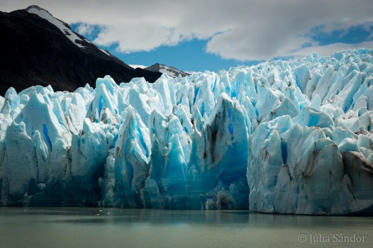 Surreal colors and shapes all over the width of the glacier