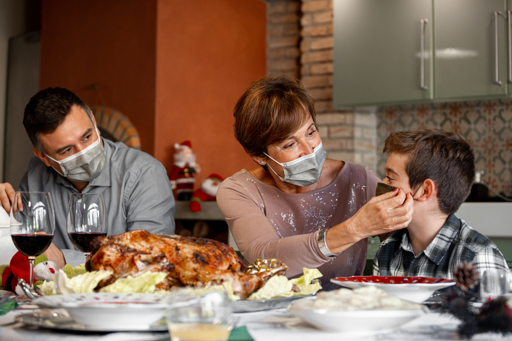 Officials, Doctors Urge Americans to Stay Home for Thanksgiving