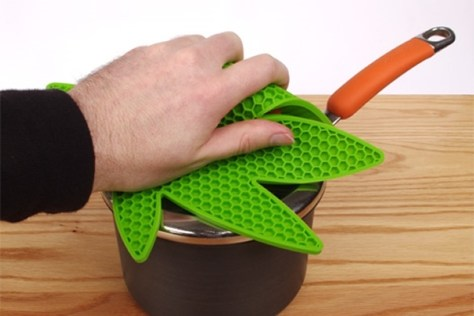 Pot Holder in Use