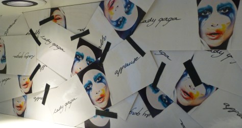 Gaga Applause Make Up