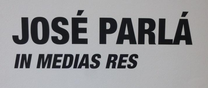 In Medias Res Signage