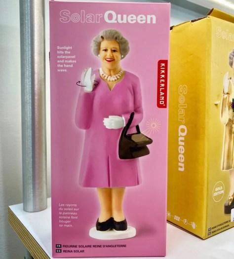 waving queen liz box photo by gail worley
