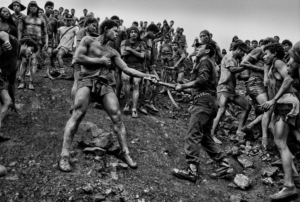 Une des nombreuses photos de Salgado dans les mines d'or du Brésil