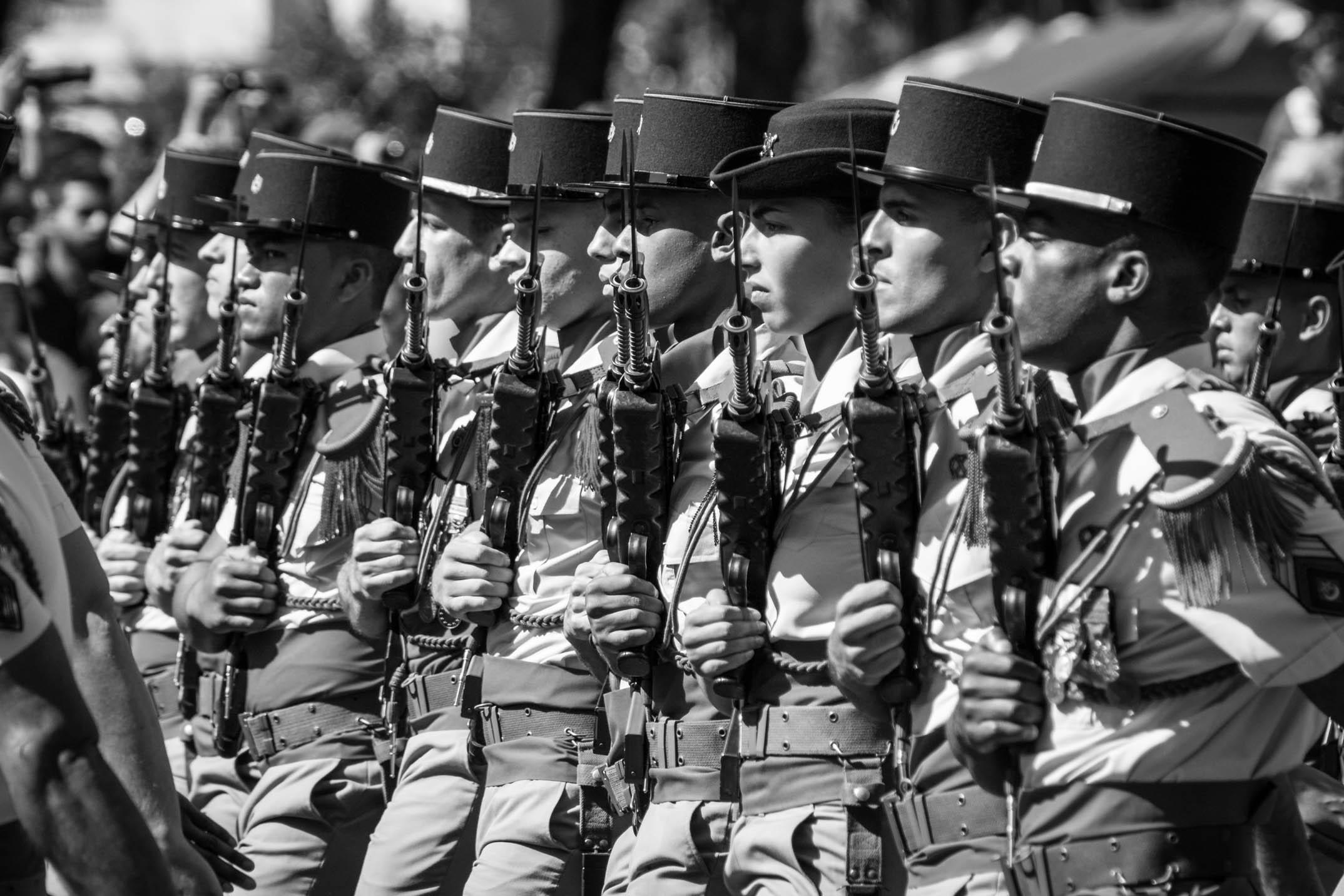 Les troupes qui défilent