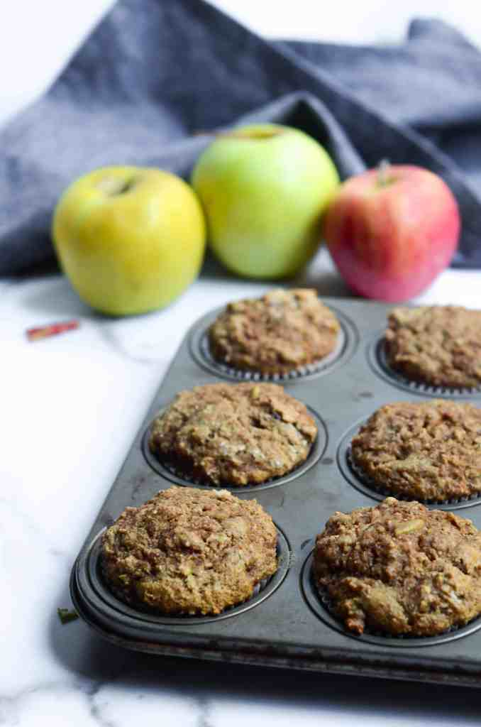 voila!  after only 20 minutes, you've got deliciously healthy apple cinnamon muffins