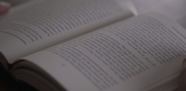guide-to-esv-readers-header_Fotor