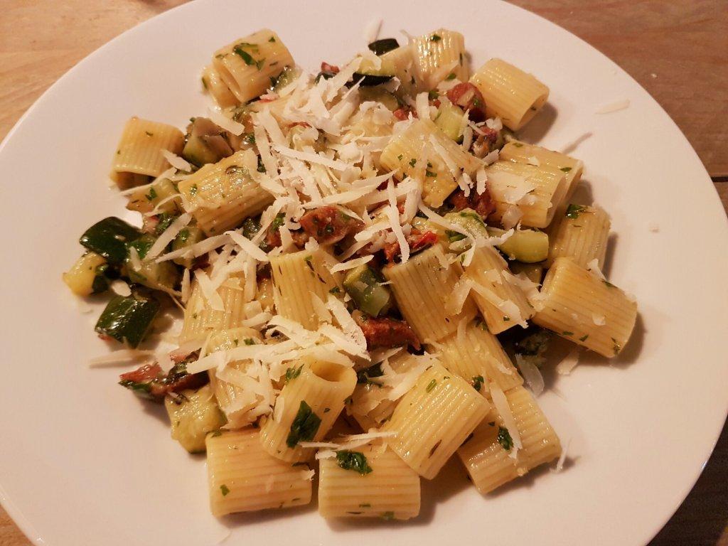 pasta courgette chorizo parmezaanse kaas