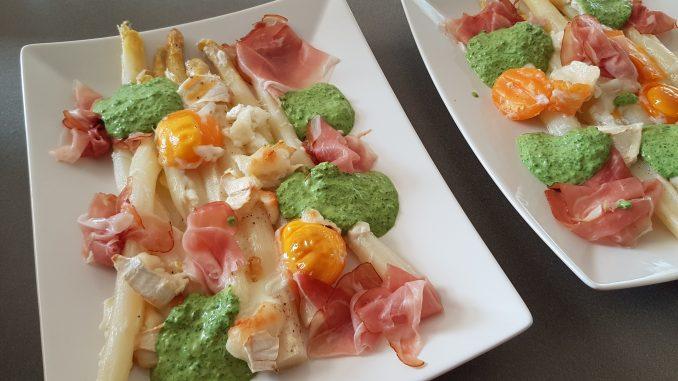 Foto van asperges uit de oven met rucolacreme