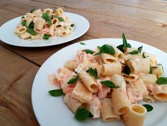Pasta met witte asperges en gerookte zalm